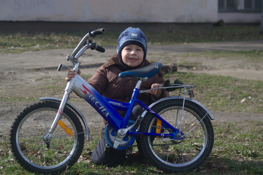 Helioplan 4,5/75 photo examples boy and bicycle